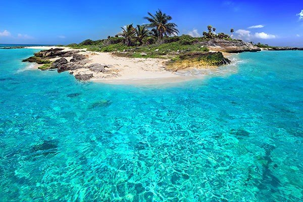 Turquoise sea and blue sky. Nature landscape Caribbean sea. Bahamas. Nassau